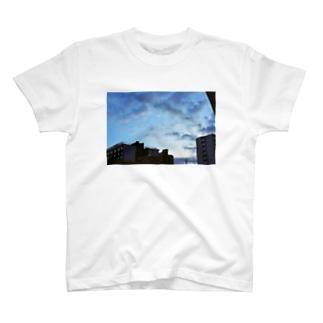 街の空 T-shirts