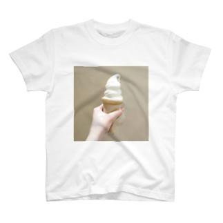 おいしいソフトクリーム T-shirts