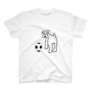 サッカーボールとシュナウザー T-shirts