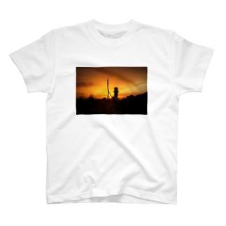 夕暮れの灯台 T-shirts