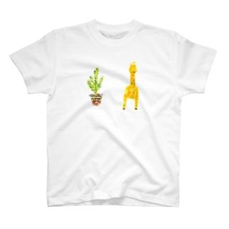 キリンと観葉植物 T-shirts
