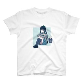 テストの結果が悪かった女の子 Girl with bad test results  T-shirts