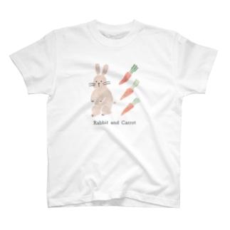 うさぎとニンジン T-shirts