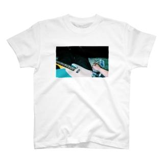 先輩のギターと煙草 T-shirts