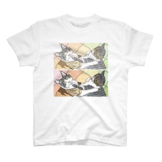 喧嘩するほど仲がいい♪ T-shirts