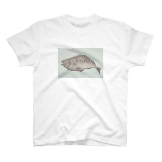 魚A(カラー) T-shirts