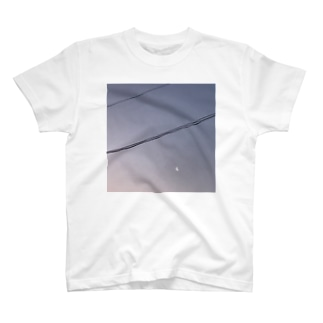 月が見える夜 T-shirts