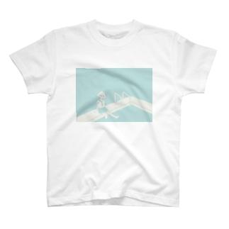プールと女の子 T-shirts