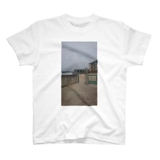 廃校する小学校 T-shirts