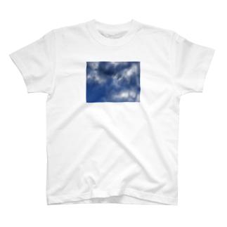 空は広い T-shirts