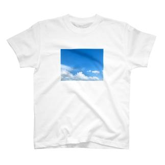 台風前よ T-shirts