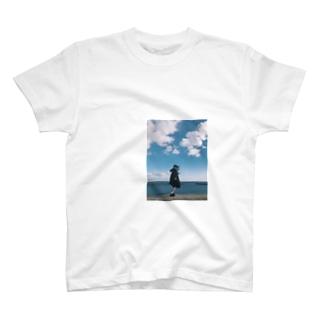 青い少女 T-shirts