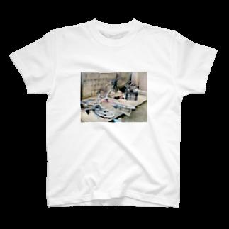 トルルのなぎ倒された自転車達があまりにも不憫すぎるTシャツ T-shirts