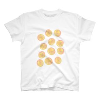 水草のオレンジ玉いっぱい T-shirts