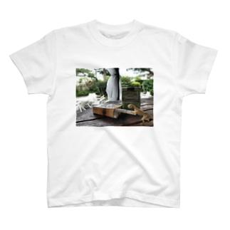 タバコと恐竜 T-shirts