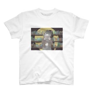 侵入者な女の子 T-shirts