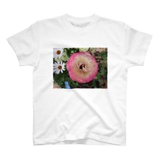 お姫様の夢の中で・・・ T-shirts