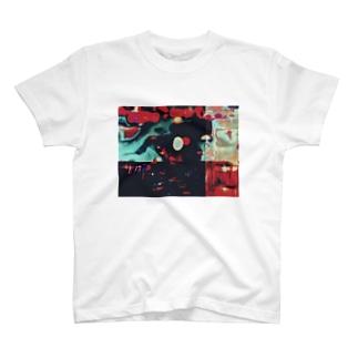 謎 T-shirts