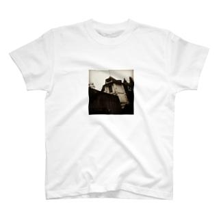 廃墟 T-shirts