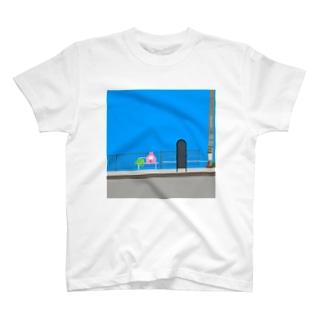 バスを待つおもち T-shirts