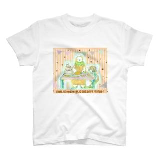 料理のうまいシロクマ T-shirts