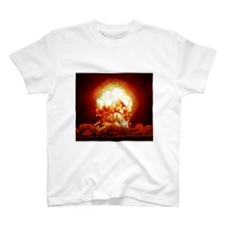 例の爆発 T-shirts