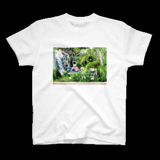 NET SHOP BOYSのプールサイドさん T-shirts