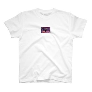 彼女 T-shirts