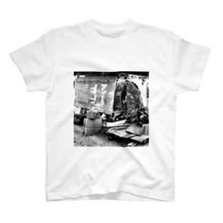 再利用系古看板のモノクロフォト T-shirts