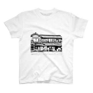 いなか系ありふれた民家のモノクロフォト T-shirts