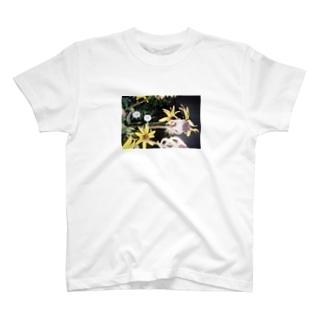 夏の終わり花Tシャツ T-shirts