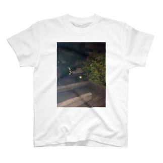 真夜中の眼光 T-shirts