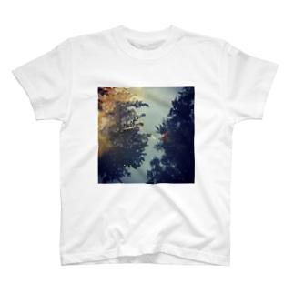 空 泳 T-shirts
