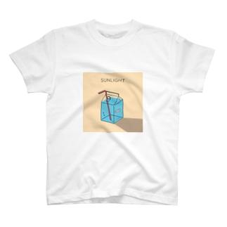 透明パック水槽 T-shirts