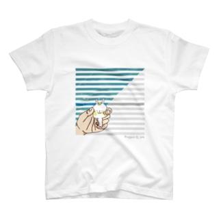 てごろなウサギがいたので掴んでみた T-shirts
