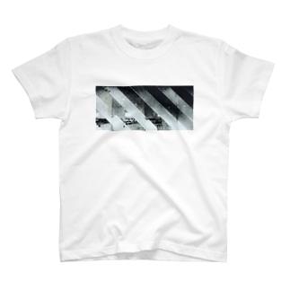 プラットホーム T-shirts