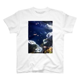 海の世界 T-shirts