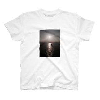 津軽海峡 T-shirts