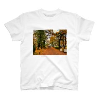 紅葉と3人の警官 T-shirts
