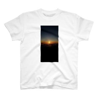 御来光 T-shirts