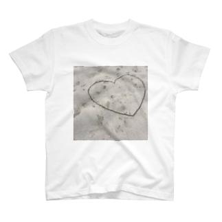 砂浜のハート T-shirts