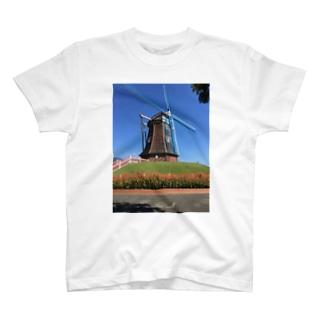 青空と水車 T-shirts