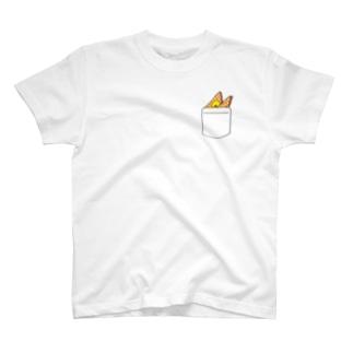 ポケットからハンカチーフとひよこ(ピンク) T-shirts