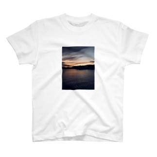 夕間飛行 T-shirts
