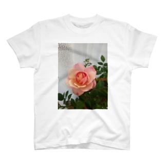 愛の花 T-shirts