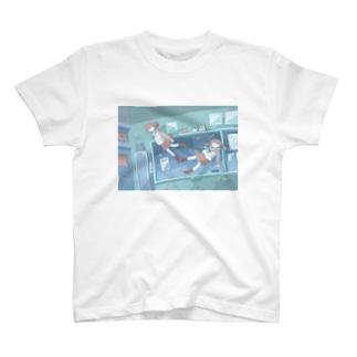 教室と女の子 T-shirts