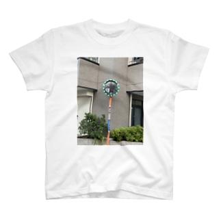 十字路のミラー T-shirts