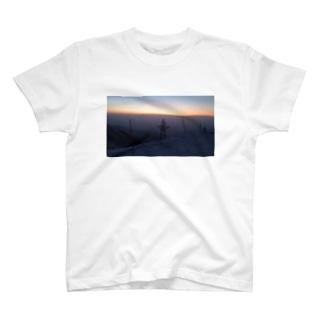 冬山の朝 T-shirts