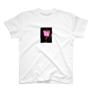 ロケ地のスナックの看板 T-shirts