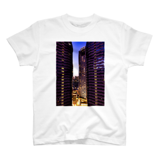 ANGOの高層ビル群、夜景 T-shirts